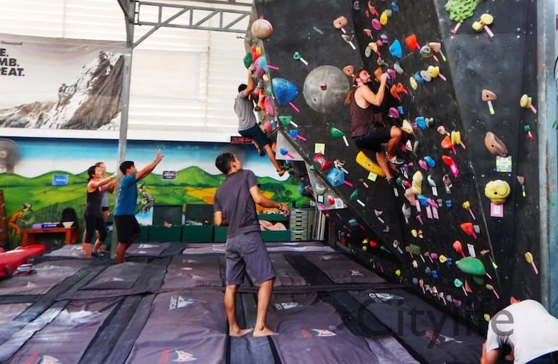 Climber at the chiang mai CMRCA gym