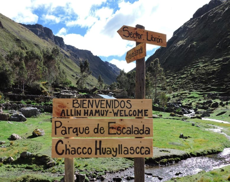 sign marking the Ch'acco Hayllascca - Pitumarca climbing area